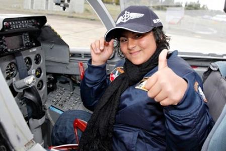 13 yaşındaki Tuğba, bir günlüğüne jet pilotu oldu
