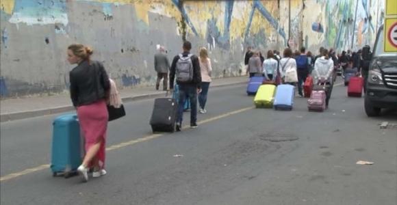 1 Mayıs'ta yollar kapandı turistler yaya kaldı