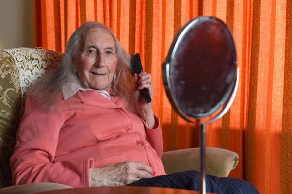 90 yaşında kadın oldu