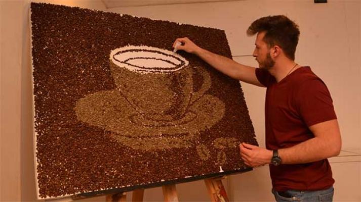 Çikolata sevgisi ressam yaptı: Tarihi köprüyü Türk kahvesiyle çizdi!