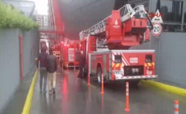 İstanbul'da AVM yangını