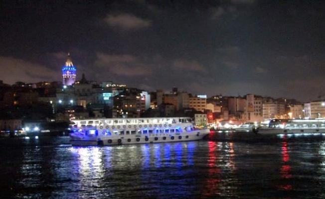 İstanbul'un tarihi noktaları Otizm için maviye büründü