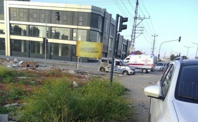 Mersin'de bombalı saldırı: 2 polis yaralandı