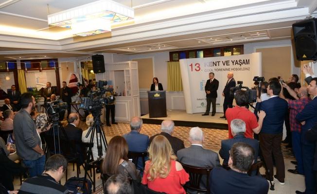 Kentsel Dönüşüm Ödülü Başkan Toprak'a