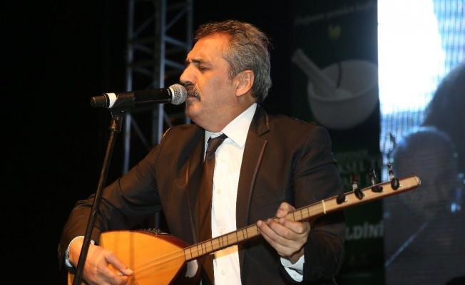 Yavuz Bingöl'den Zeytinburnululara Müzik Ziyafeti