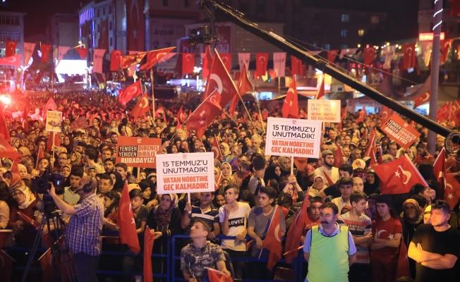 Yüz binler 15 Temmuz'da Diriliş Nöbetinde