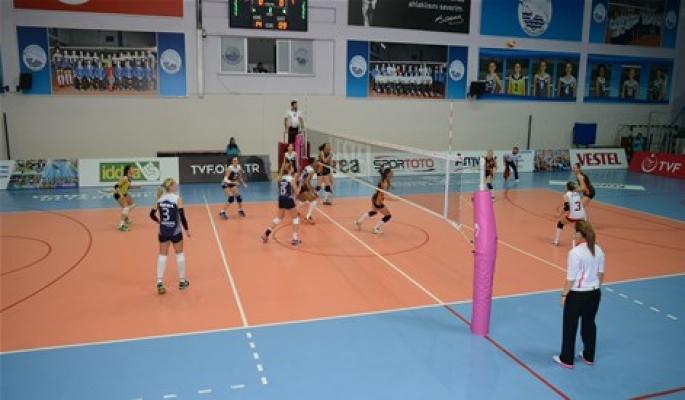Sarıyer Belediye Spor Kadın Voleybol Takımı yenileniyor
