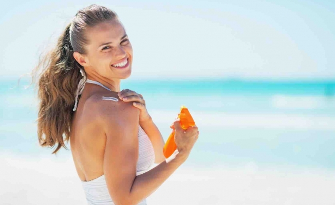 Yaz güneşi cildinize iz bırakmasın diye 15 öneri