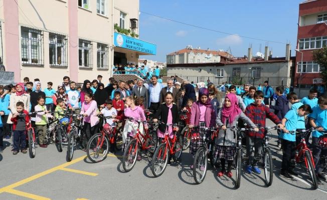 Eyüplü 25 öğrencinin bisiklet hayali gerçek oldu