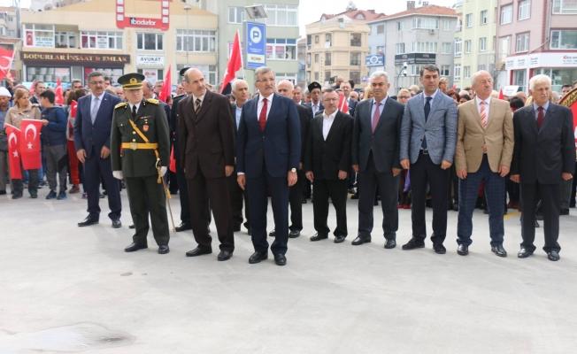 Zeytinburnu Atatürk Anıtına Çelenk Takdim Etti