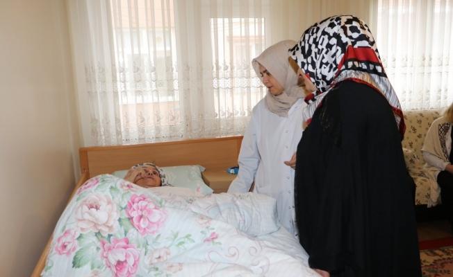 Eyüpsultan Belediyesi hastalara yardıma devam ediyor