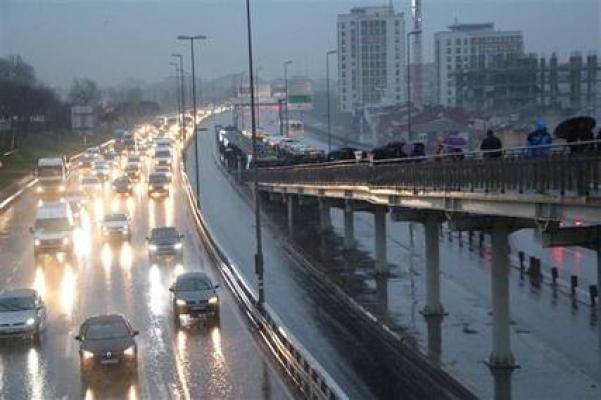 İstanbul'da yağmur trafiği... Yoğunluk yüzde 70'e ulaştı