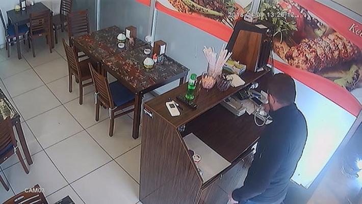 Dürüm yemek için girdiği lokantayı soydu