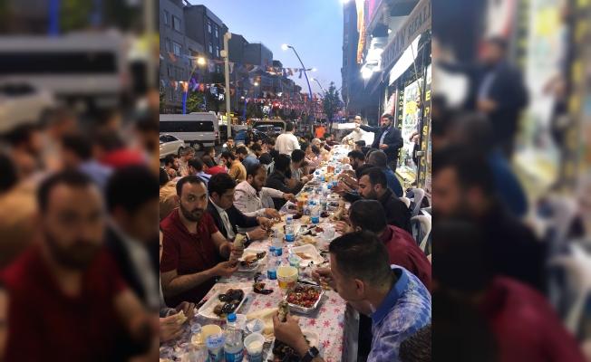 Urfalı genç işadamı İstanbul'da hemşehrilerine iftar verdi