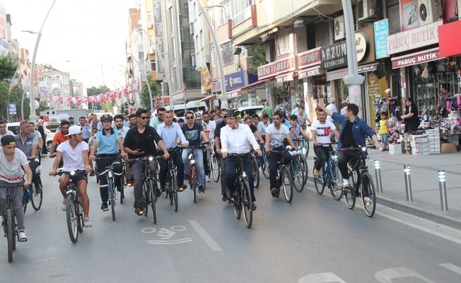 ZEYBİS Bisiklet Turu Hediye Dağıtıyor