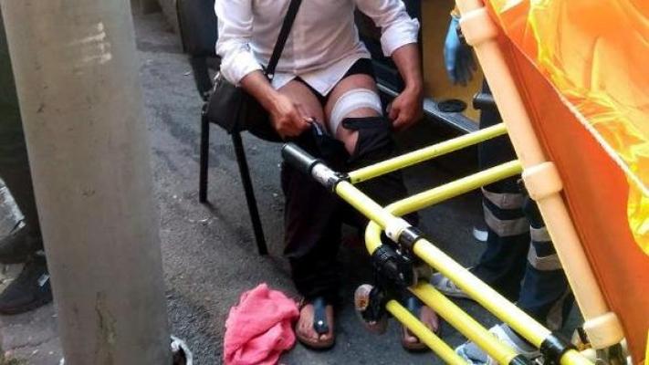 Beyoğlu'nda akbil basmasını isteyen otobüs şoförünü bıçakladılar