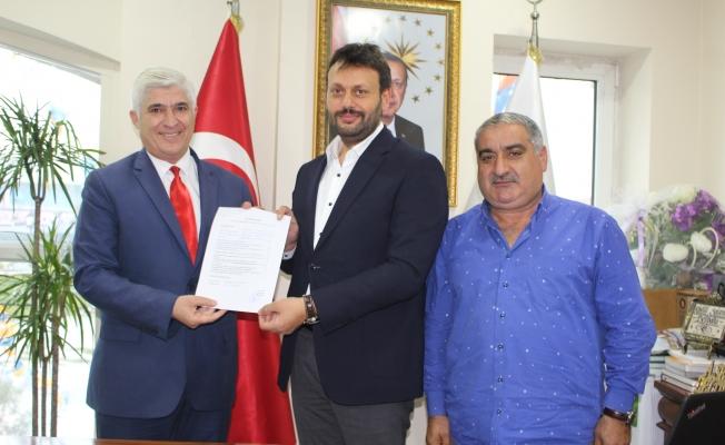 ÇETİNER : Resmen Zeytinburnu'nun ilk aday adayı oldu