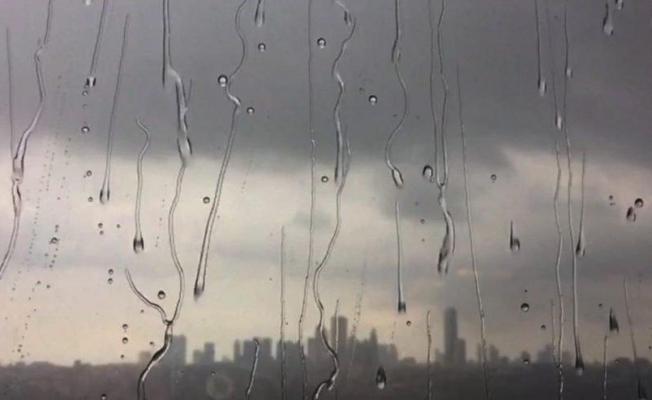 Kara bulutlar İstanbul'u semt semt geziyor!
