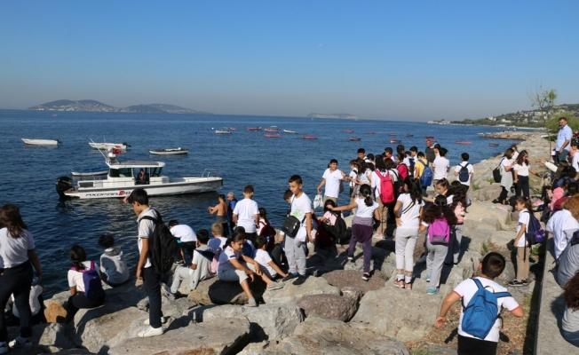 Deniz Dibi Temizliği Kapsamında Kartal Sahilinden Kilolarca Atık Çıkarıldı