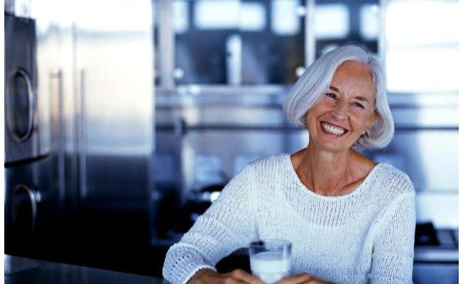 Menopoz döneminde light süt içerek kalsiyum ihtiyacınızı karşılayın
