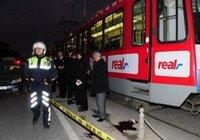 Tramvay öğrencilere çarptı
