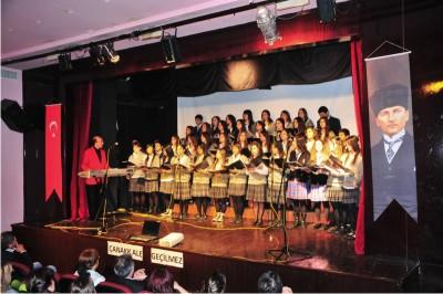 Sarıyer Belediyesi Gençlik Korosu'ndan Çanakkale Şehitleri anması.