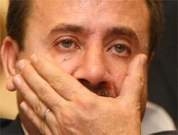 Arınç Akman'ın istifasını aldı