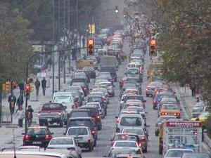 Trafikte ki Seyyar Satıcılar Tehlike Arz Ediyor