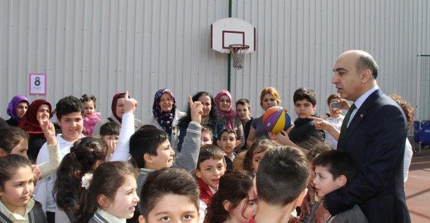 50 çocuk 50 anne basket oynadı