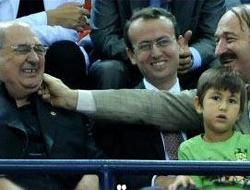 AKP'li Bakan CHP'den yanak aldı