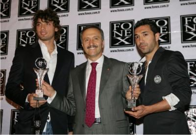 Başkan Yeniay'a spor ödülü