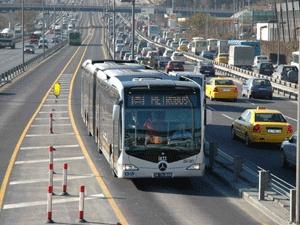 Metrobüs Avrupa'dan Asya'ya geçti !