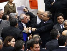 Meclis'te utandıran küfürleşme