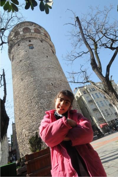 Engelliler Galata Kulesi'nden İstanbul'u izledi