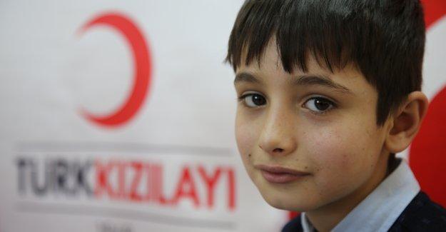 9 yaşındaki Samir, Kızılay'ın çabalarıyla Danimarka'daki ailesine kavuştu