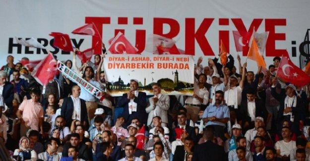 AK Parti'de 40 Bin Kişilik Müziksiz Kongre