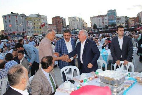 Ak Parti Meydan'da Vefa İftarı Yaptı