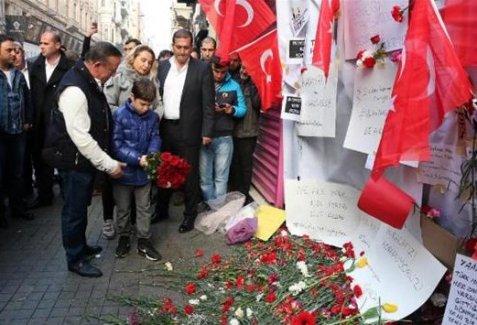 """Ali Ağaoğlu: Millet fakir karanfil bırakıyordu, ben gül bıraktım"""""""