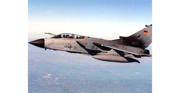 Almanya: Rus uçakları tornadolarımızı takip ediyor