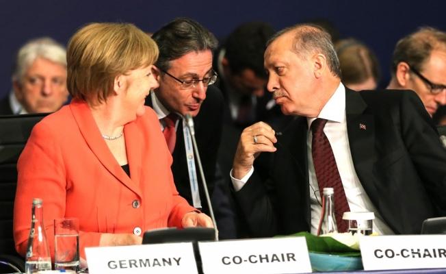 Merkel: Referandum sonucunu bekleyelim