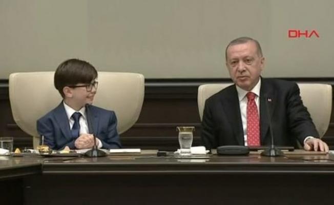 Cumhurbaşkanı Erdoğan 23 Nisan nedeniyle koltuğunu devretti