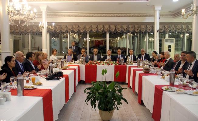 Kartal'da Muhtarlar Günü İçin Kutlama Yemeği Düzenlendi