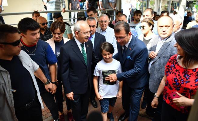 Kılıçdaroğlu ve İmamoğlu İBB'nin ilk Başkanı Hızır Bey'in mezarını ziyaret etti