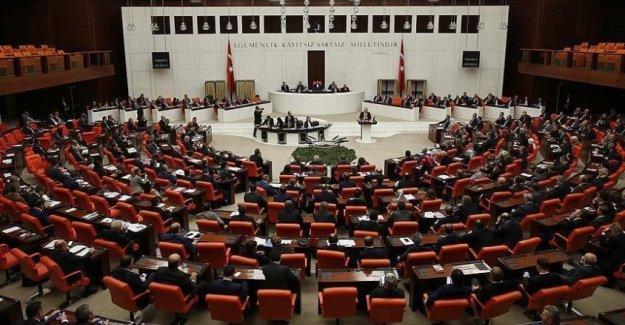 Anayasa değişiklik teklifinin görüşmelerinde 6. ve 7. madde kabul edildi