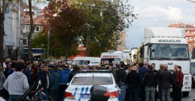 AVM çıkışı hafriyat kamyonu eziyordu!
