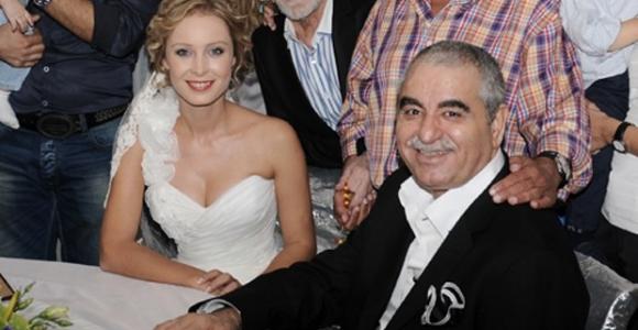 Ayşegül Yıldız, Tatlıses ile Yeniden Evlenecekleri Haberlerini Yalanladı
