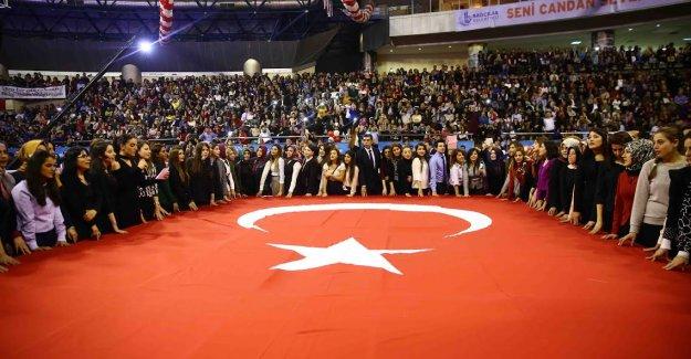 Bağcılar'da Öğretmenler Günü'ne özel kutlama