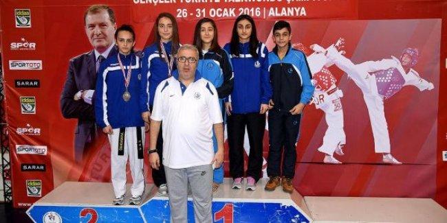 Bağcılarlı Karateciler Gençler Türkiye Şampiyonu oldu
