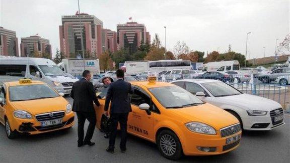 Bakan Zeybekçi İstanbul trafiğine takıldı... Görüşmeye taksiyle gitti