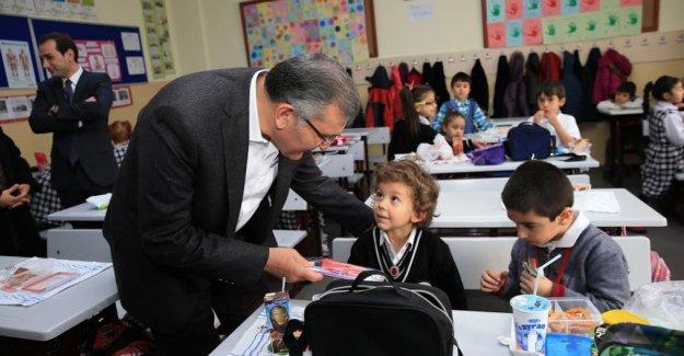Başkan Aydın'dan Şehzade Mustafa'ya Diş Fırçası Seti